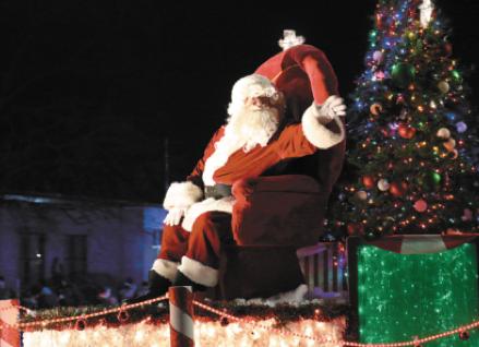 Christmas  Comes  To Kewaskum