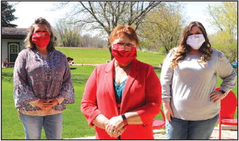 Volunteers Make Face  Masks For Lomira Grads